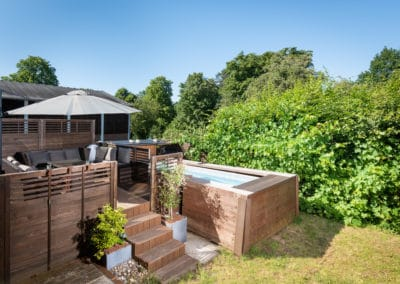 Kleiner Pool mit Gartenzugang